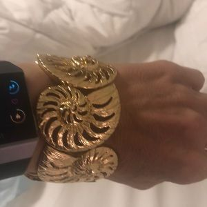NWT Lilly Pulitzer Gold Stretchy Bracelet